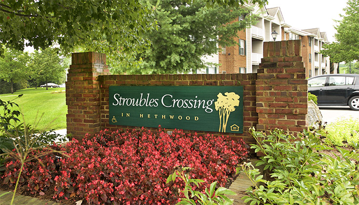 Hethwood Apartment Homes Stroulbles Crossing Sign
